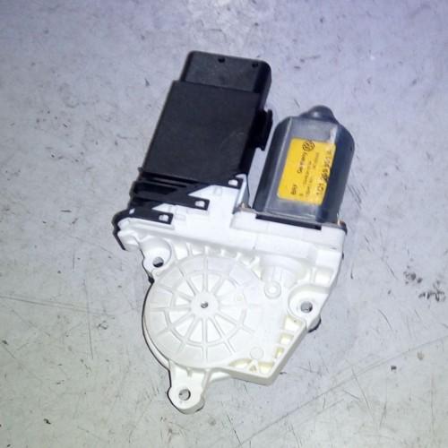 Моторчик стеклоподемника передний (L) VW Golf 4, Bora, 1C1959801A