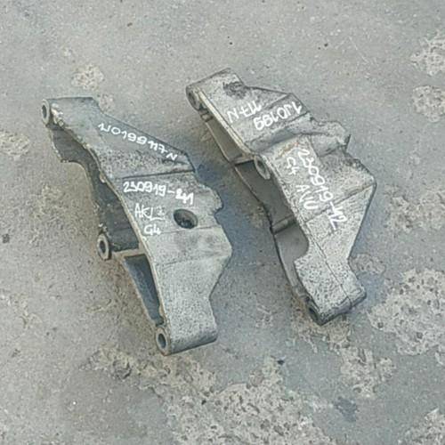 Кронштейн АКПП VW Golf 4, Skoda Octavia, 1.6i, 1J0199117N