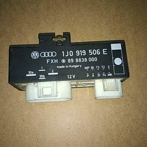 Реле вентиляторов (блок управления) VW Golf 4, 1J0919506E