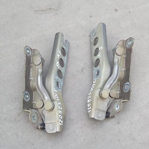 Петля капота (L) Skoda Octavia A5, (2007), 1Z0823301E