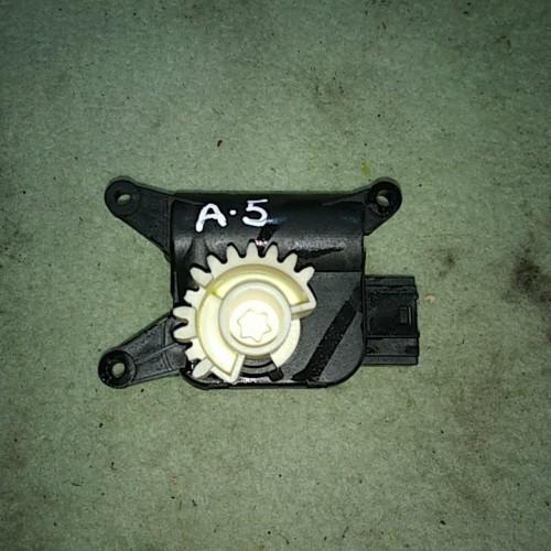 Моторчик заслонки печки VW Golf 5, Skoda Octavia A5, 1k0907511c