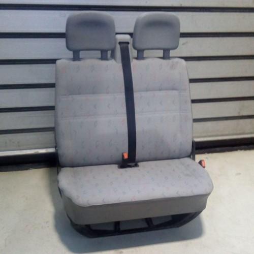 Сиденье переднее (R) полуторка VW Transporter T4