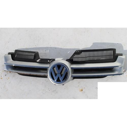 Решётка радиатора 1K0853655A Volkswagen Golf 5
