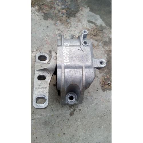 Подушка двигателя (L) VW Passat B6, Caddy 3, 1k0199262