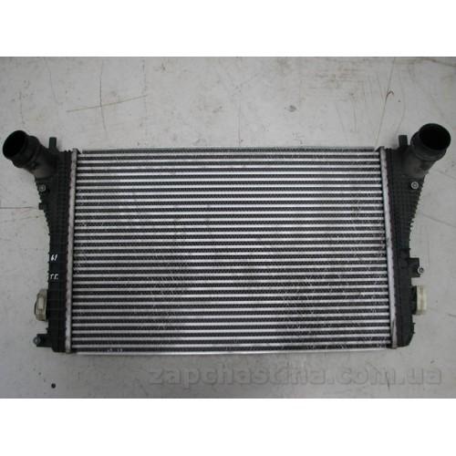 Б/у радиатор интеркуллера для Volkswagen Passat B7  3C0145805AD